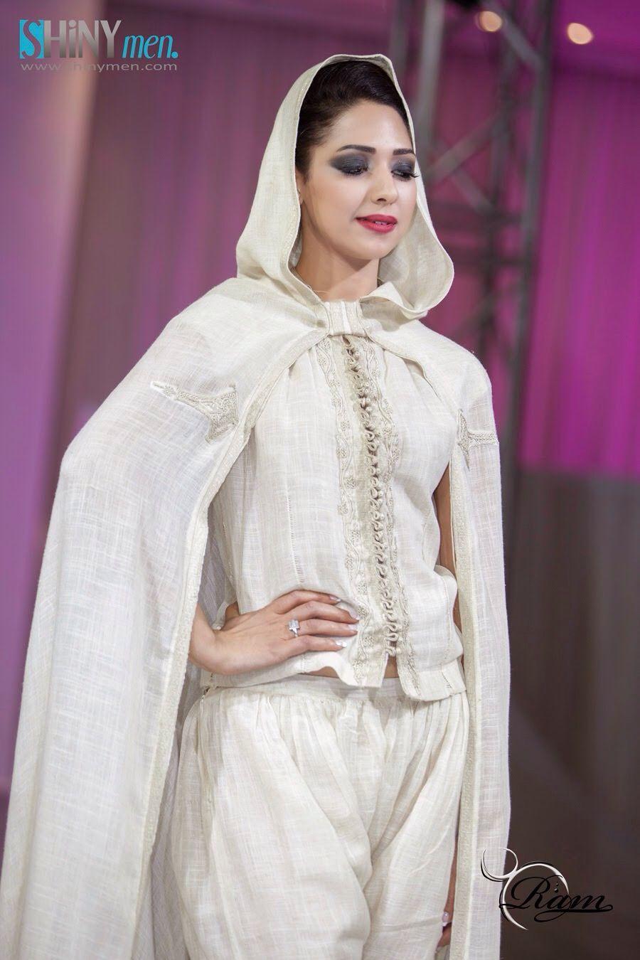 tenue tunisienne avec tissu tiss main qu on appelle hayek la broderie est typiquement. Black Bedroom Furniture Sets. Home Design Ideas