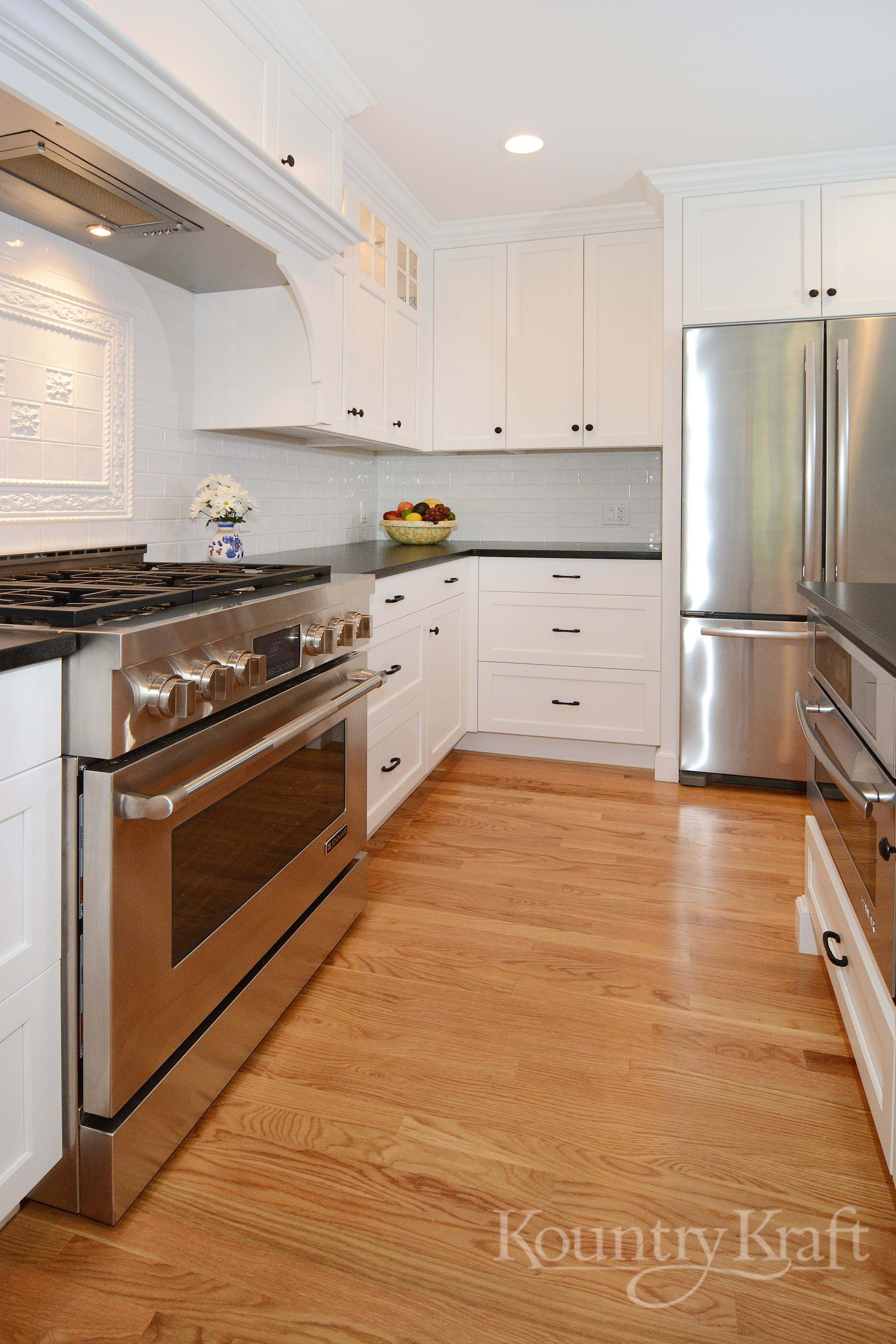 Custom Kitchen Cabinets Designed By Justin Sachs Of Stonington Cabinetry Desi Custom Kitchen Cabinets Design Custom Kitchen Cabinets Kitchen Cabinetry Design