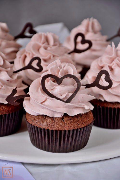Natti Sweets: Valentine's chocolate muffins with cream and raspberry