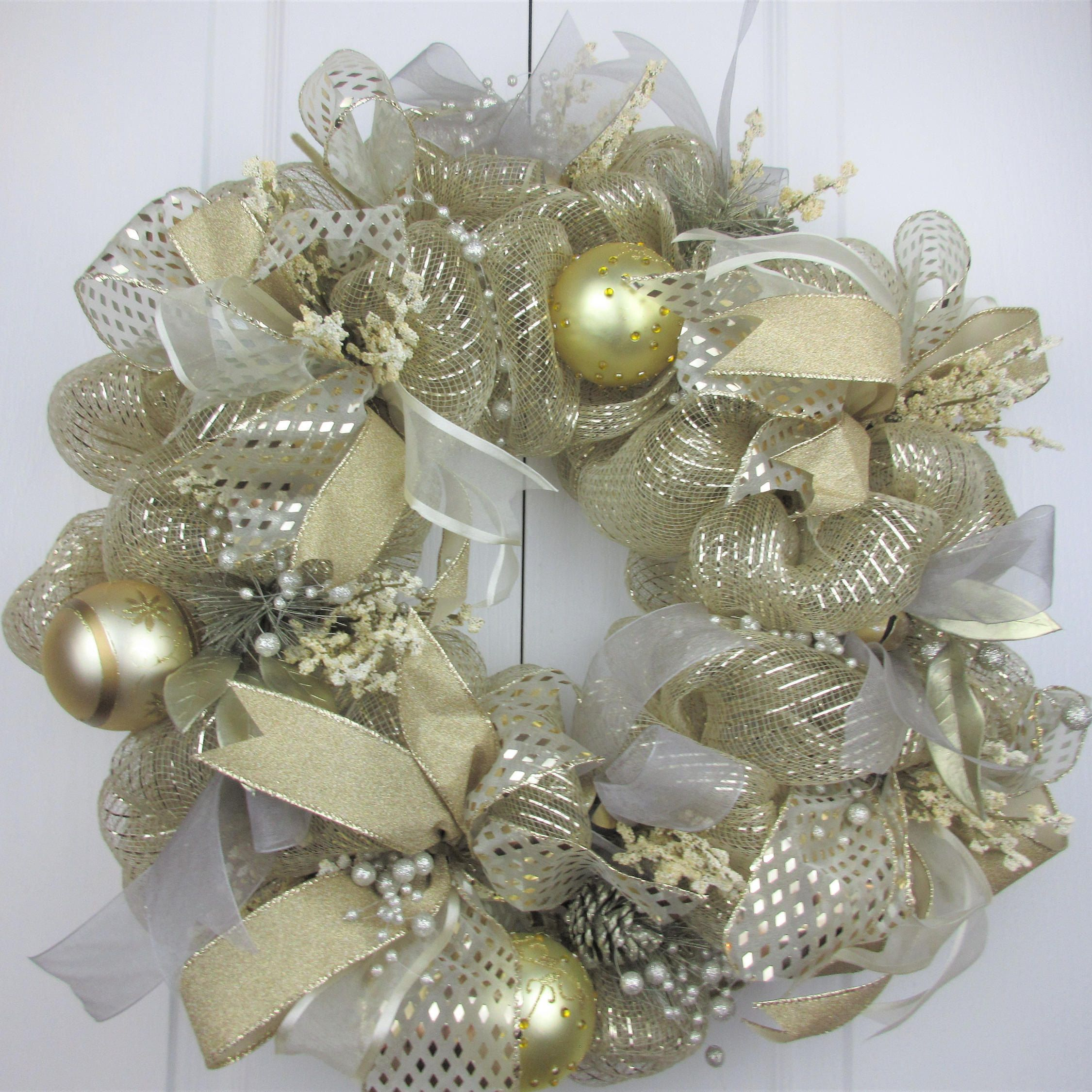 Christmas Front Door Wreath Christmas Gold And Silver Wreath Golden Outdoor Wreath Outdoor Chr Christmas Wreaths Outdoor Christmas Wreaths Diy Holiday Decor