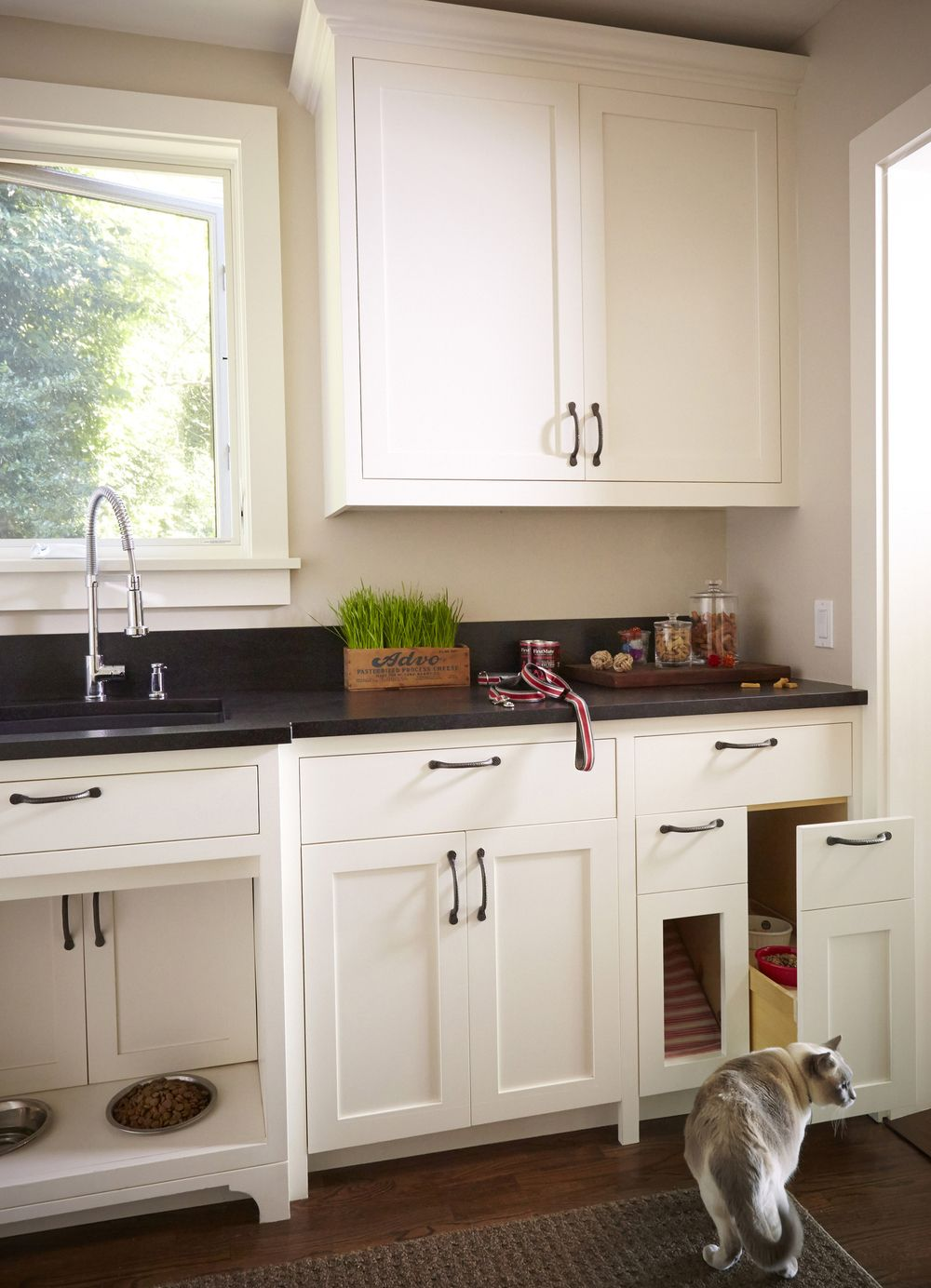 Custom pet station cabinets, kitty litter and food solution | ROM ...