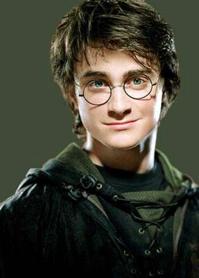 Harry Potter S Fourth Year At Hogwarts And Wearing His Slytherin Triwizard Tournament U Daniel Radcliffe Harry Potter Harry Potter Cast Harry Potter Characters
