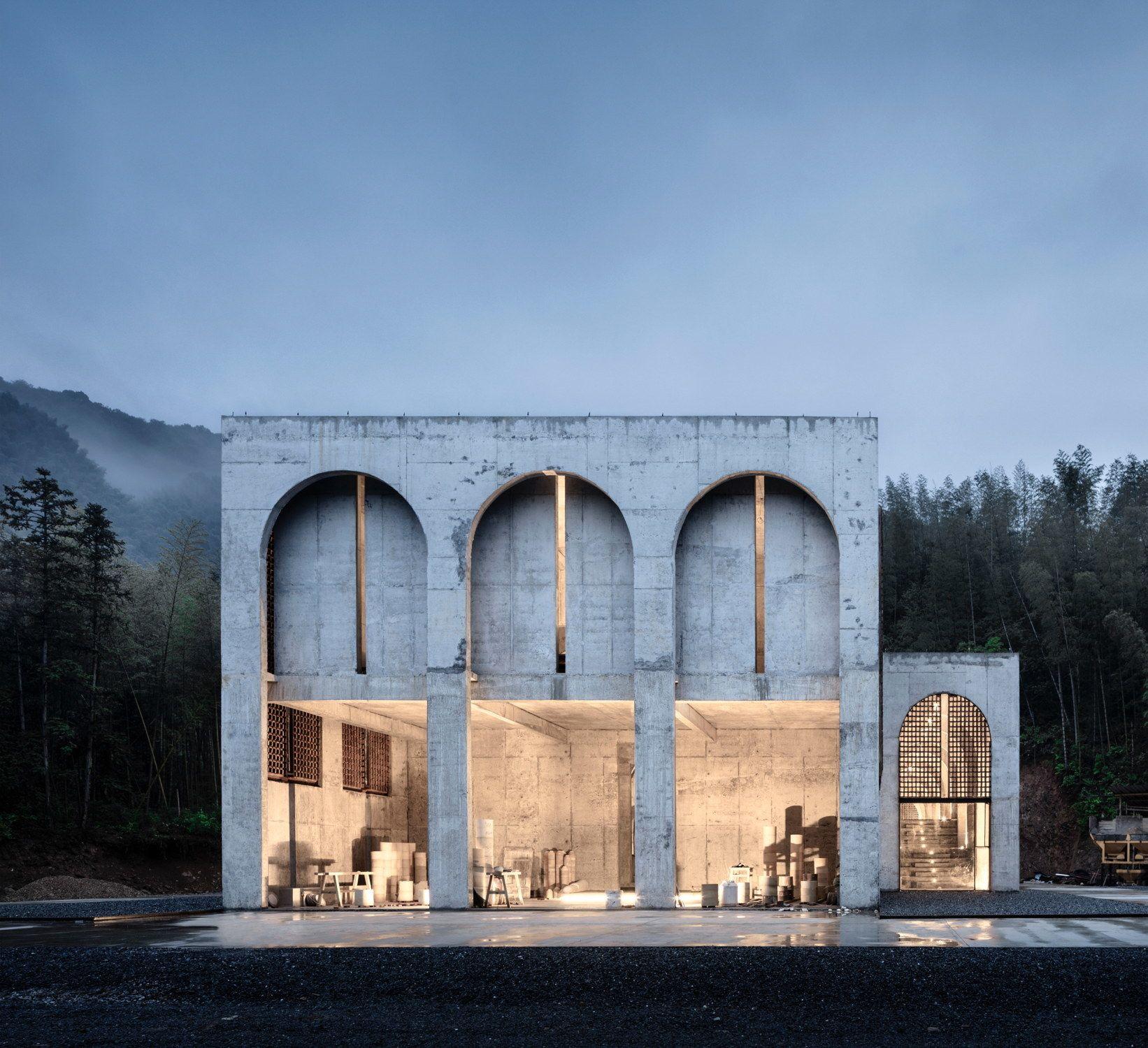 Um den Ofen gebaut – Porzellanfabrik in China von AZL architects
