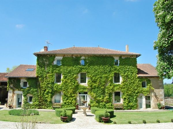 Housesitting assignment in Chasseneuil-sur-Bonnieure, France