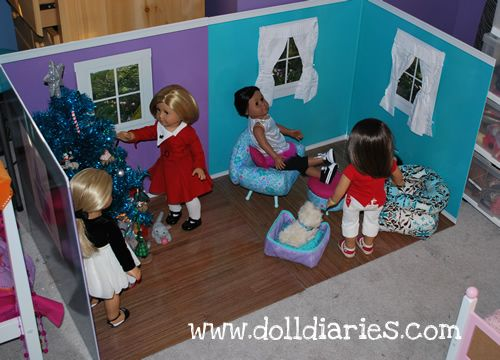 A room for your American Girl Dolls! I would have loved this when I was younger. Such a great idea but who wants to pay $89 when you could make your own for way less. #americangirlhouse