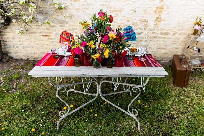 Shooting d 39 inspiration mariage vintage multicolore decoration table en 2019 vendanges - Deco table multicolore ...