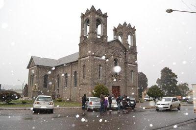 #Clima: Neva em pelo menos 19 cidades catarinenses nesta segunda-feira | Fenômeno foi registrado em cidades do Oeste, Extremo-Oeste e da Serra de SC. A previsão de tempo indica que o frio intenso deve permanecer ao longo da semana. http://mmanchete.blogspot.com.br/2013/07/neva-em-pelo-menos-19-cidades.html#.Ue1qJY1QGSo