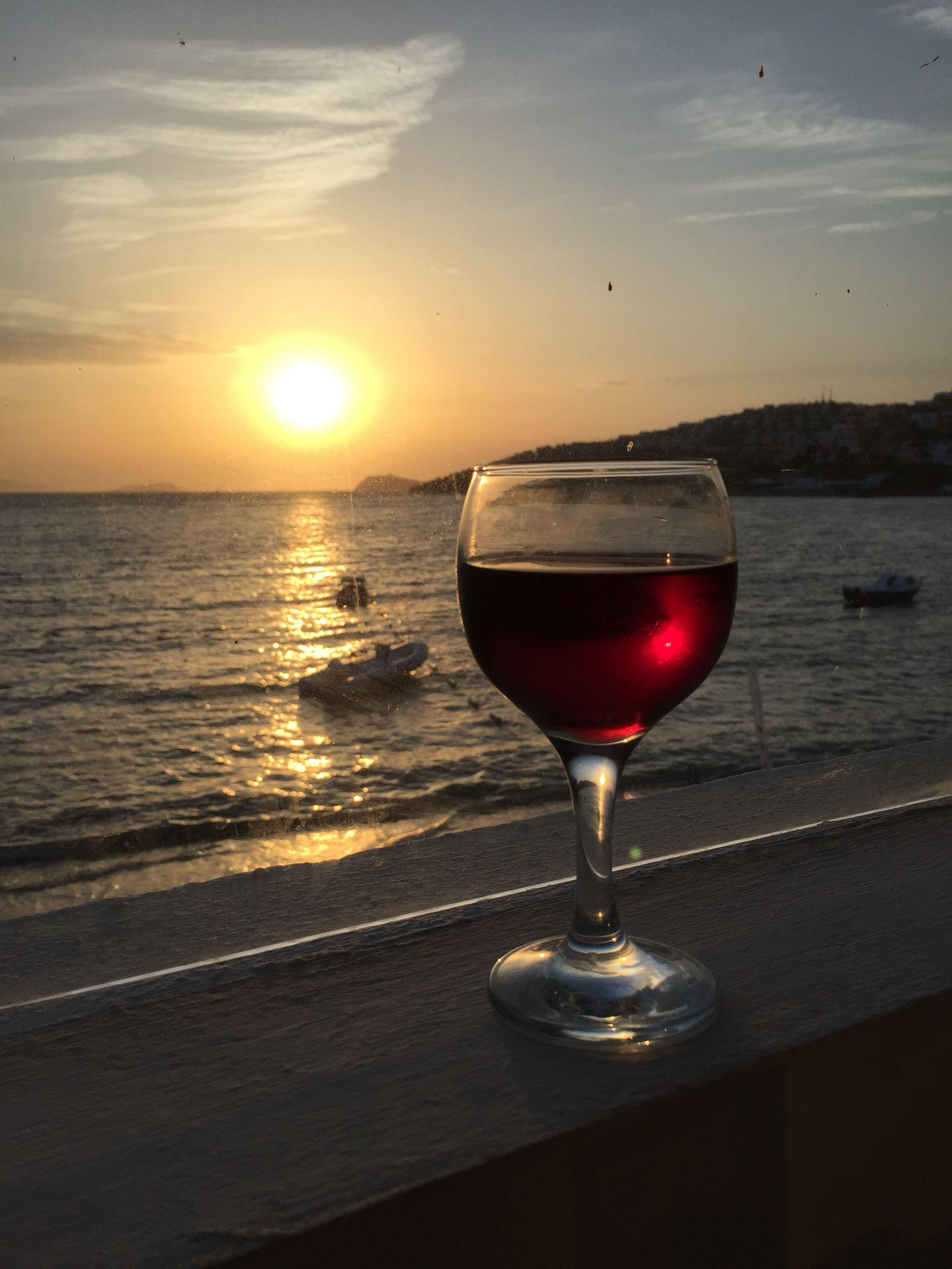 аудитор картинки бокалов с вином на фоне моря подскажите