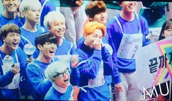yoongi's mint hair + glasses + that huge smile literally makes my life complete