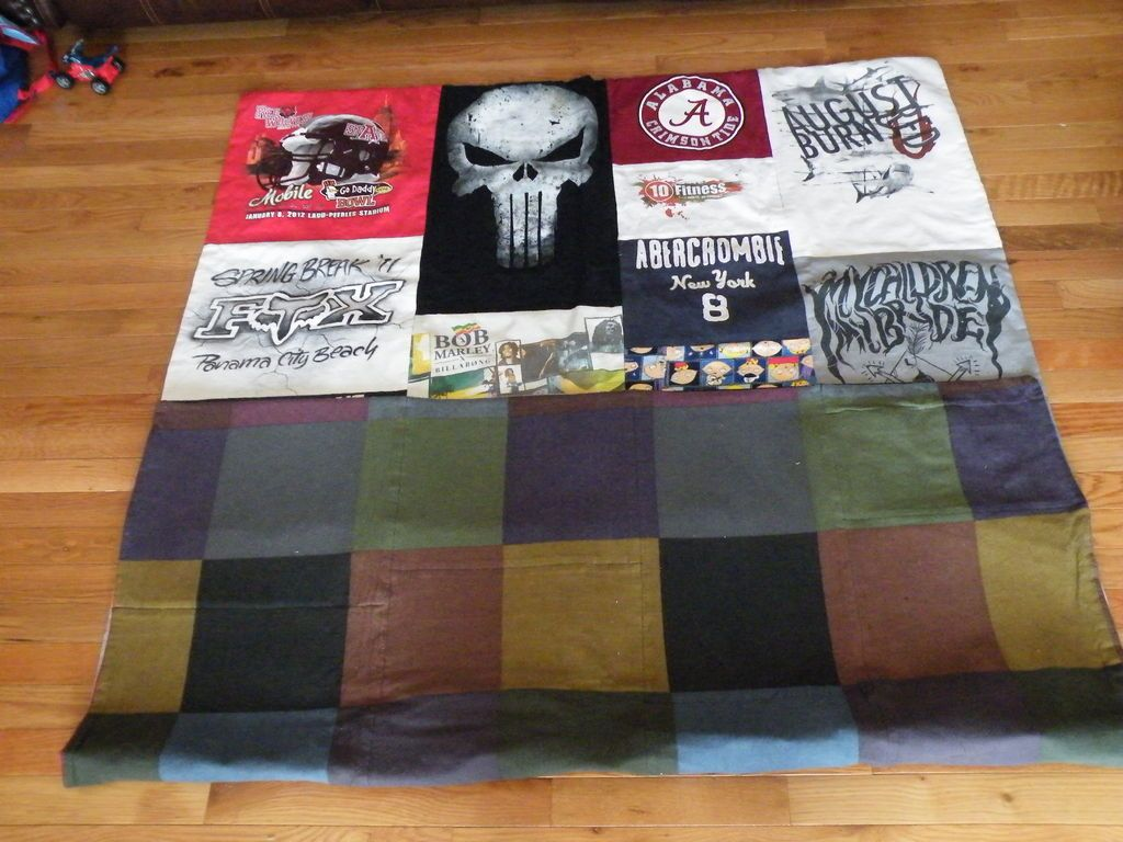 T-shirt Quilts   Shirt quilts, Quilt and Make your own tshirt : how to make tshirt quilt - Adamdwight.com