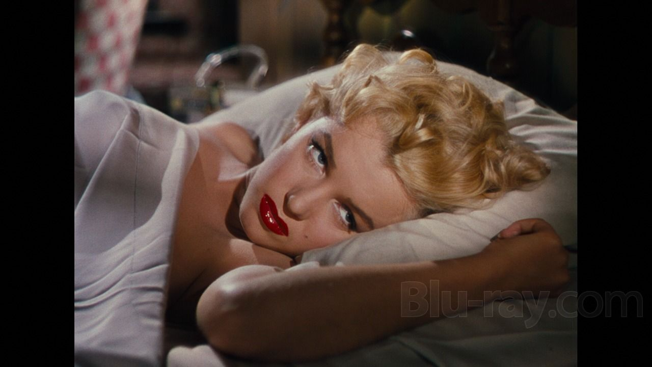 NIAGRA (1953) - The bedroom eyes of Marilyn Monroe - Directed by Henry Hathaway - 20th Century-Fox - Movie Still.