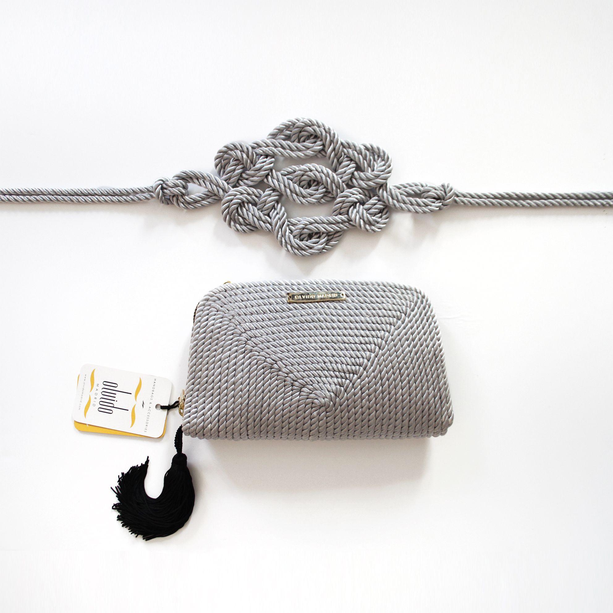 984909929 Bolso de fiesta y cinturón hecho en cordón de seda | Modelo Jimena y  Marieta en gris plata | Diseños OLVIDO MADRID | www.olvidomadrid.es
