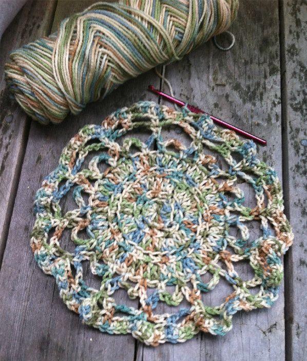 A FREE Crochet Doily Pattern + Tutorial for Beginners   Mandalas ...