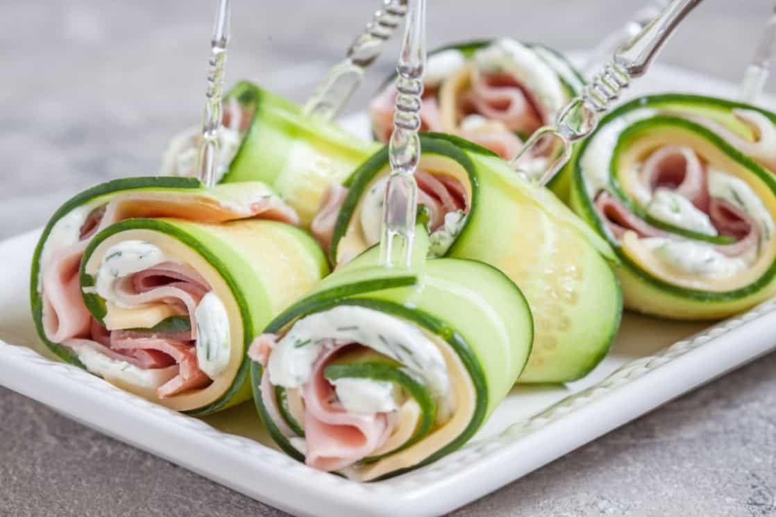 Finger Food Aperitivo Estivo involtini di zucchine grigliate con prosciutto e formaggio