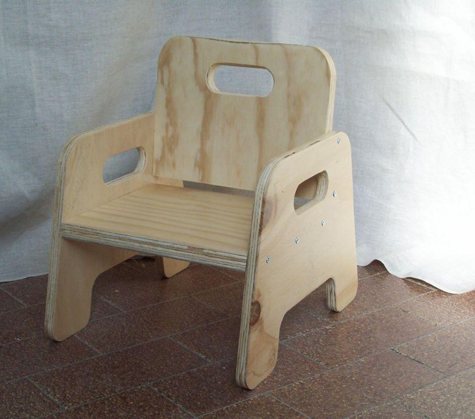 Seggiolina montessoriana robusta seggiolina in legno for Mobili montessori