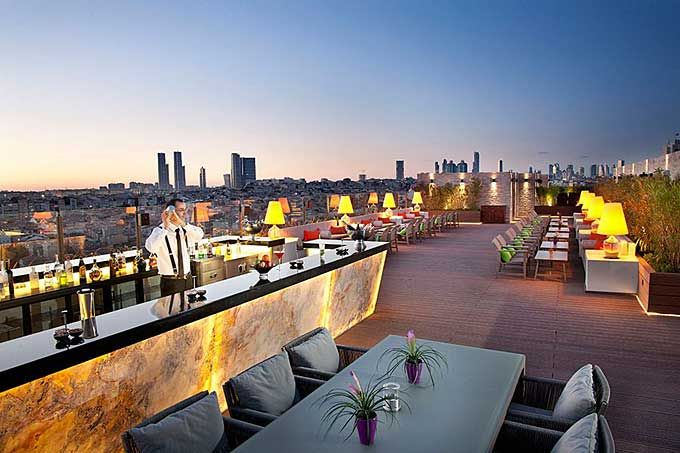 10 Of The World S Sexiest Bars And What To Drink There Skyscanner S Travel Blog Rooftop Restaurant Design Rooftop Bar Design Rooftop Terrace Design