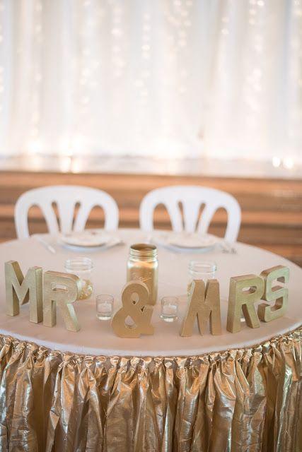 Mint gold and pink barn wedding near Salem, Oregon. Sweetheart table twinkle light backdrop