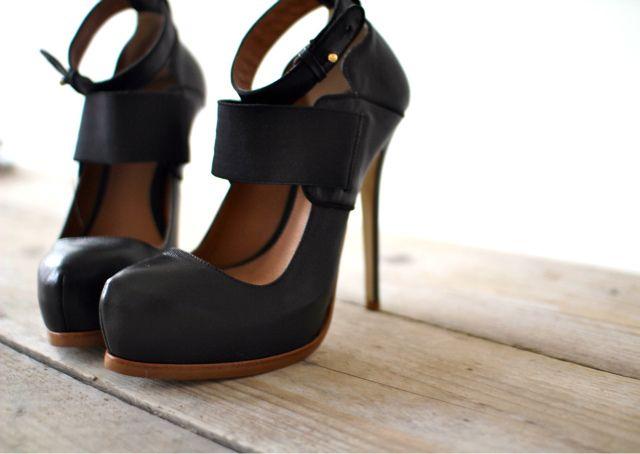 Deena & Ozzy strappy heels
