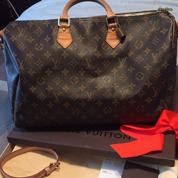 7dc90b928797 Louis Vuitton speedy 40 bandolier Excellent condition speedy 40 bandolier  Comes with dust bag, box, receipt, lock no stains no rips worn only on  special ...
