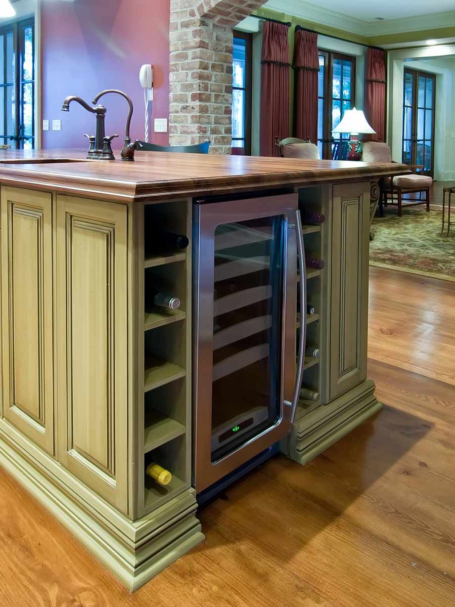 love the side of this green island beach house kitchens kitchen pictures kitchen design trends on kitchen cabinets vertical lines id=42170