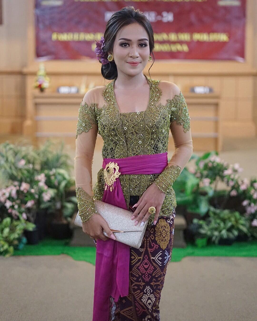 Pakaian Adat Bali Kebaya