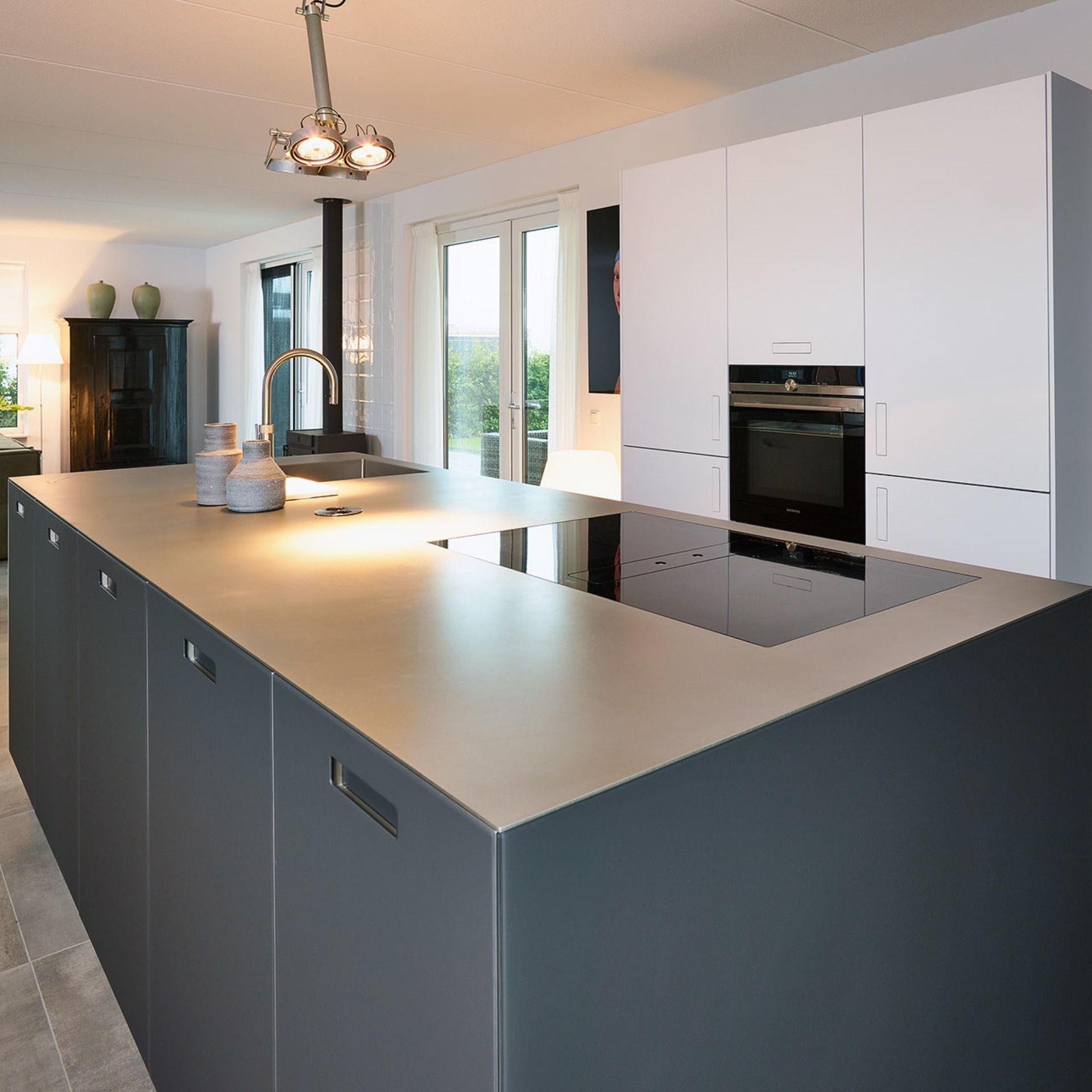 Diese schöne und moderne Next125 Küche in glas matt
