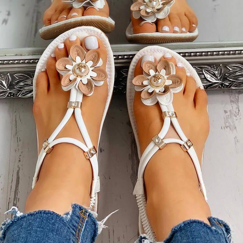 TOP Moda Anna 7 Womens Embellished Flower Gem Rhinestone Thong Sandal Beige