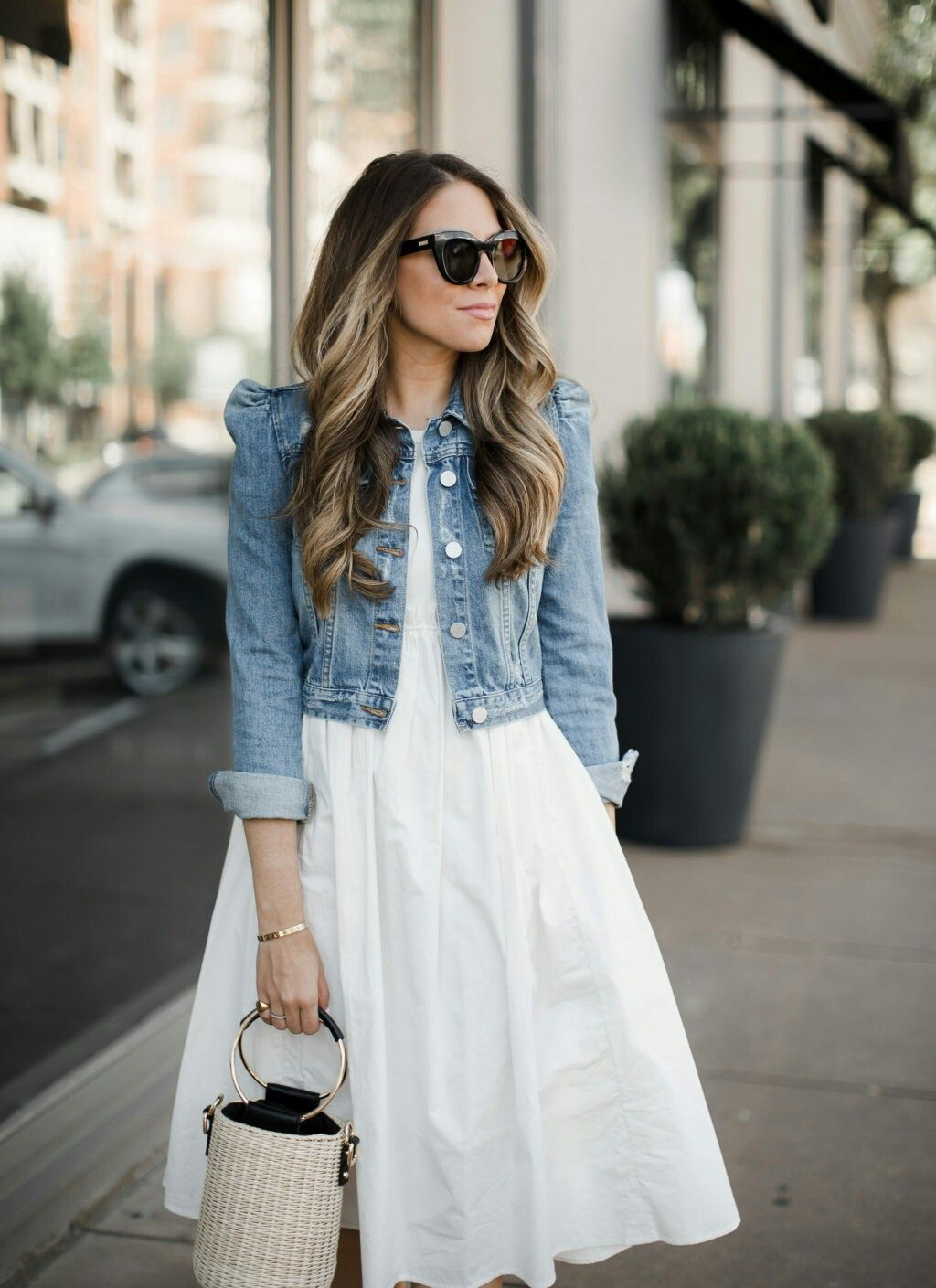 Pin By Patricia Montes De Oca On Outfits Summer Dress Outfits Denim Jacket With Dress Summer Dresses [ 1409 x 1024 Pixel ]