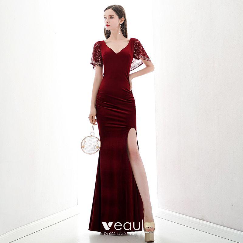 Photo of Schöne rote Wildleder Abendkleider 2020 Meerjungfrau V-Ausschnitt Kurzarm Strass Split Front lange rückenfreie Abendkleider