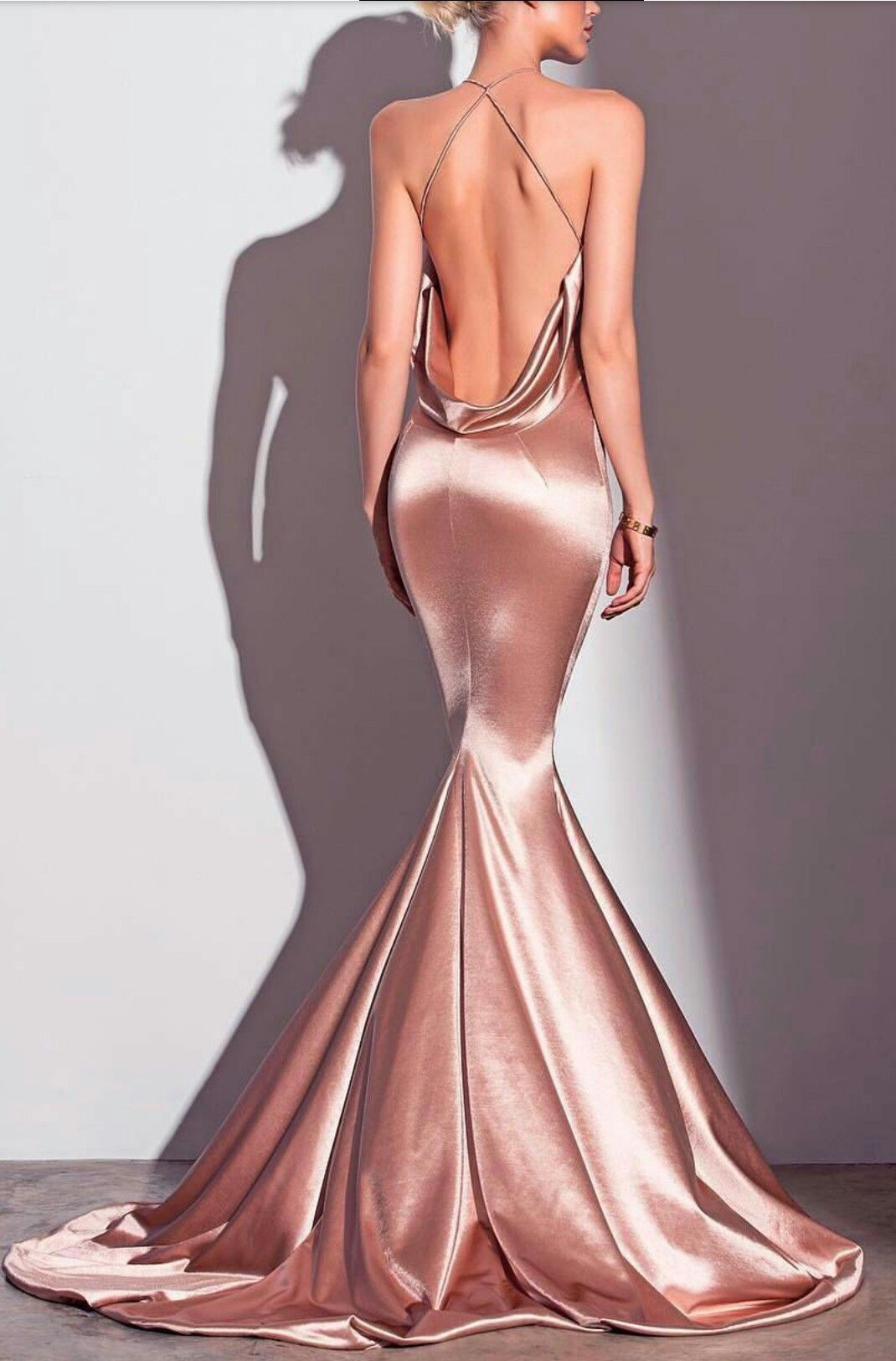 Pin auf DRESSES & GOWNS