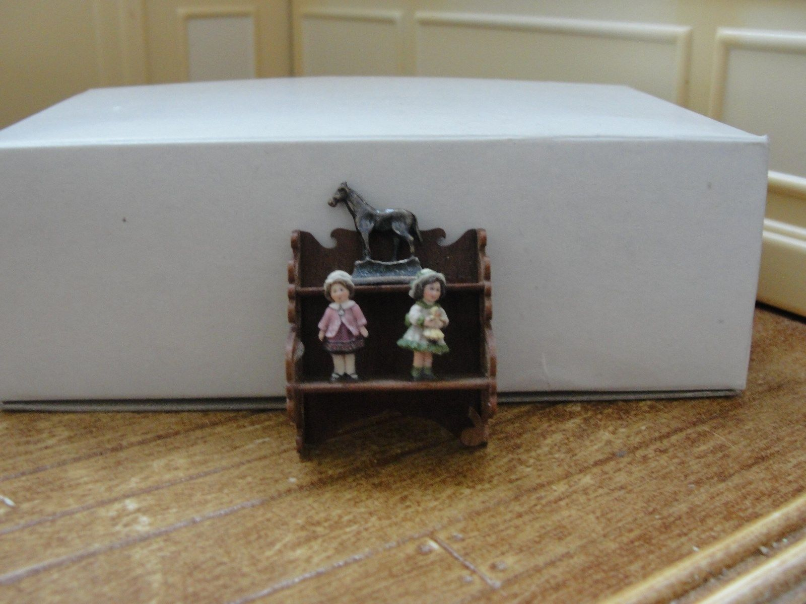 Dollhouse Miniature Wood Curio Shelf w Accessories  https://t.co/NeptqXgrKj https://t.co/d1lhhy6dSj