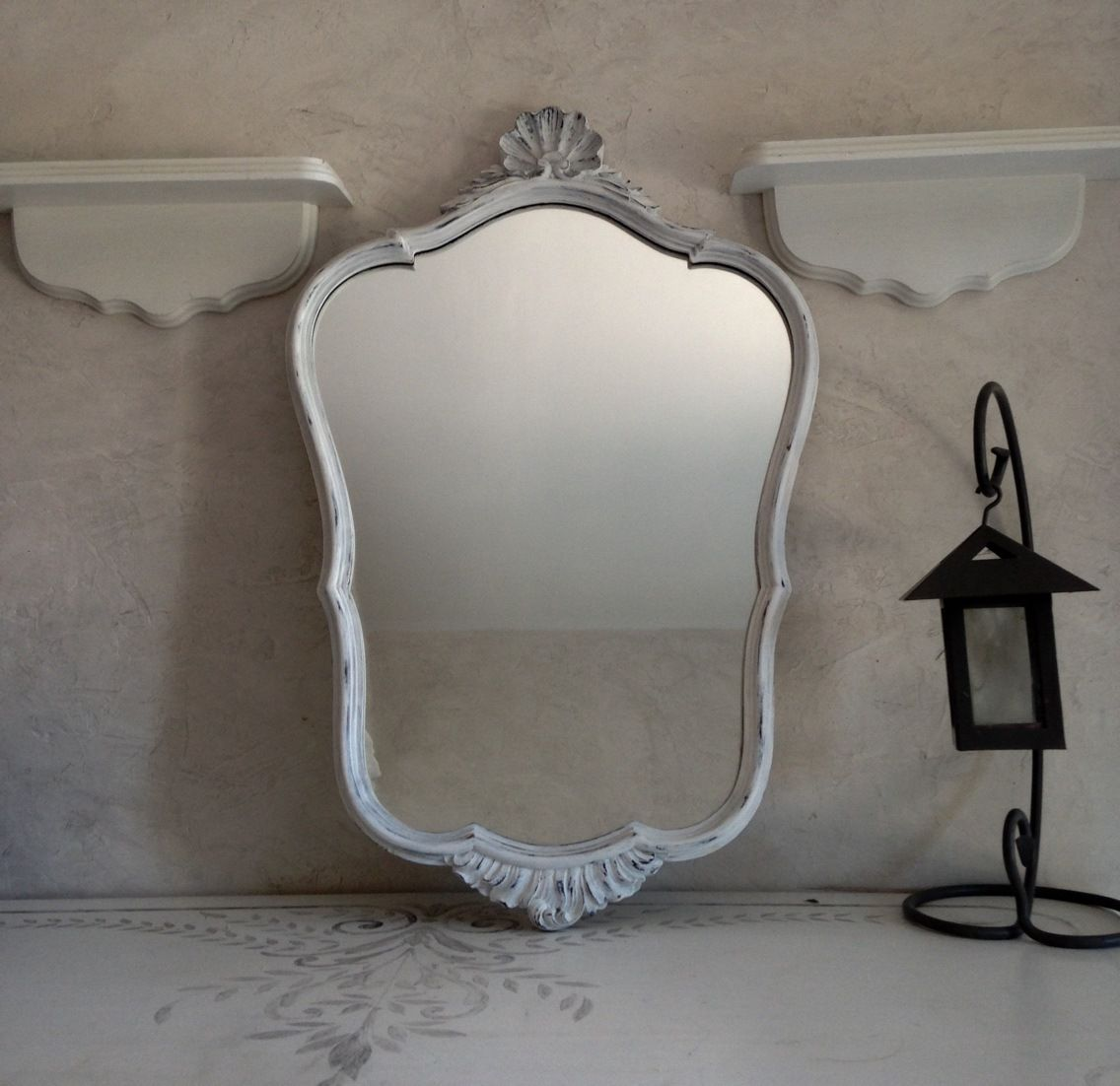 Miroir moulure coquille effet shabby chic d corations for Miroir moulure