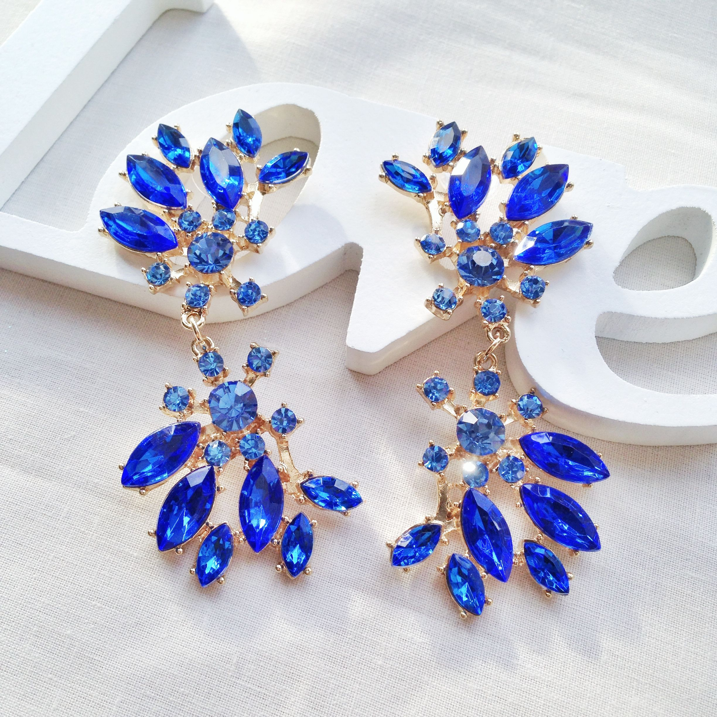 A gorgeous pair of statement blue crystal chandelier earrings ...