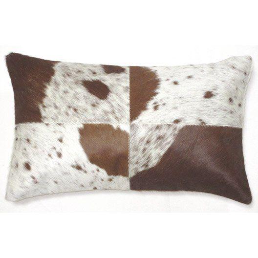 coussin rectangulaire en cuir motif peau de vache marron coussin deco vache cuir ferme. Black Bedroom Furniture Sets. Home Design Ideas