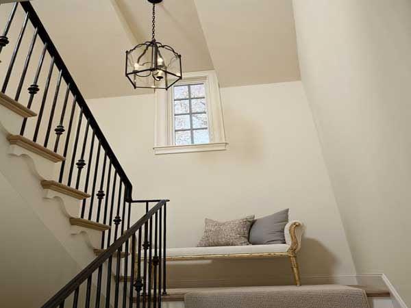 cage d 39 escalier 20 id es d co pour un bel escalier pinterest peinture cr me escalier. Black Bedroom Furniture Sets. Home Design Ideas