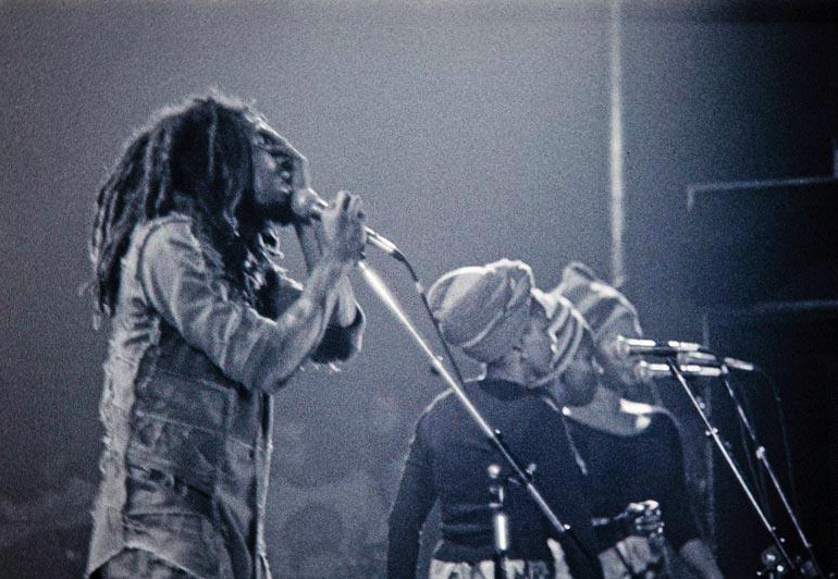 *The I-Threes* & Bob Marley. Germany 1977. More fantastic pictures and videos of *Bob Marley & The I-Threes* on: https://de.pinterest.com/ReggaeHeart/ ©Peter Sarowy