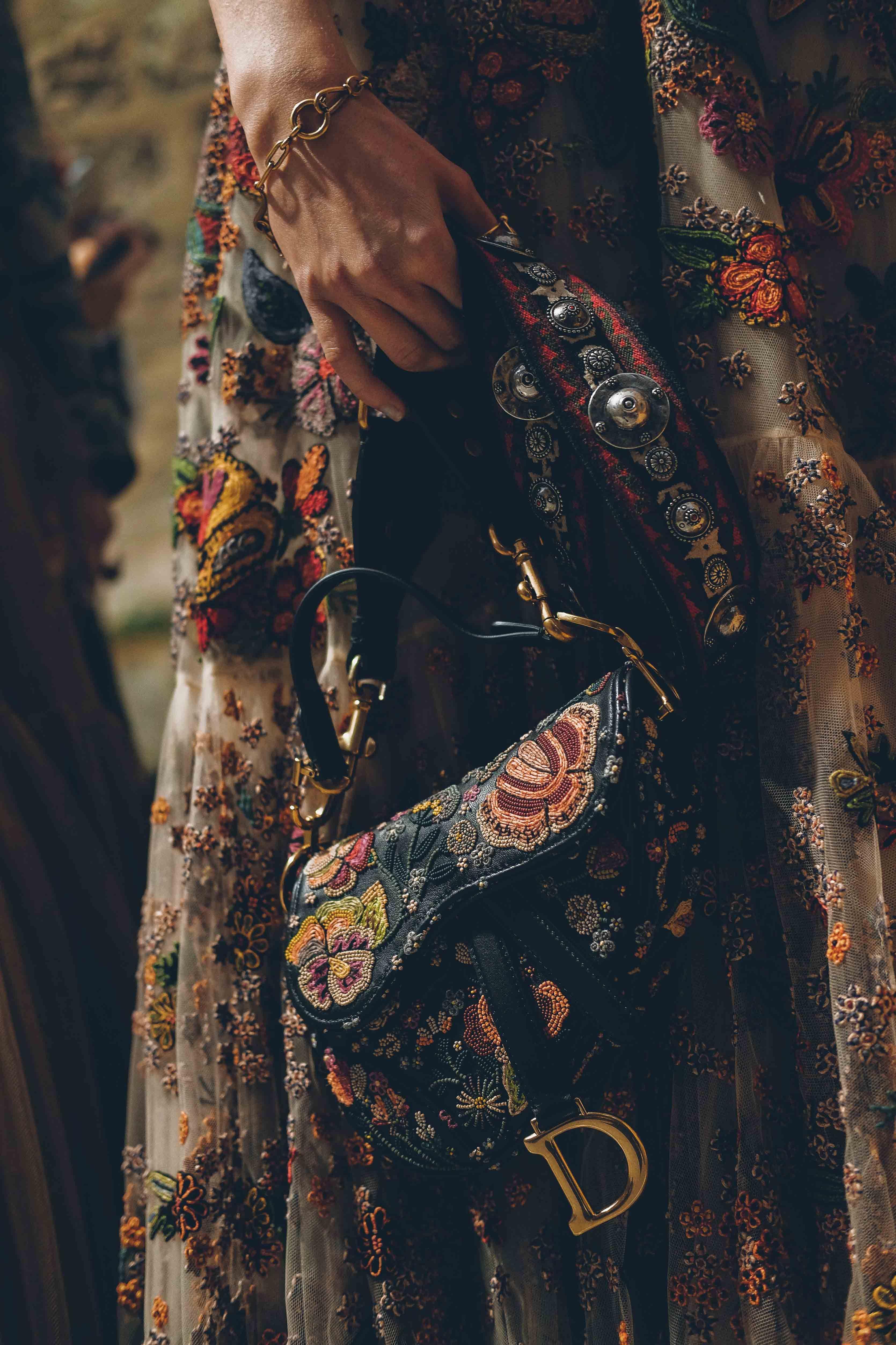 52c52737aa5 Les backstages du défilé Croisière 2019 de Dior | Embroidery in ...