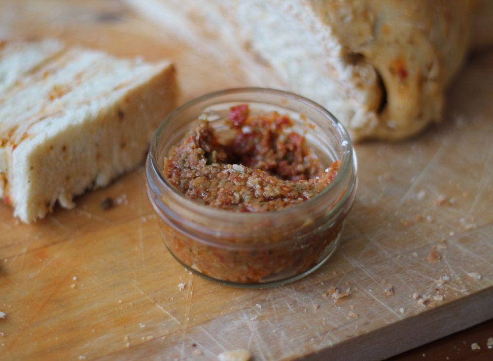 Leckerschmecker - Tomaten Oliven Aufstrich - Dip- Pesto - Rezept