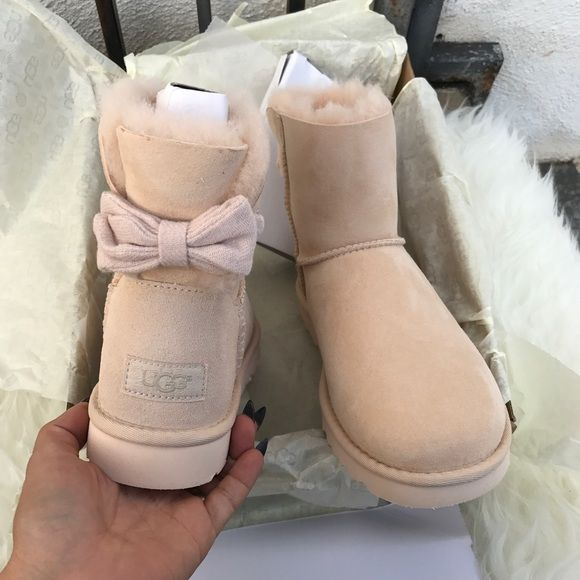 08b02e08340 Shop Women's UGG size 9 Shoes at a discounted price at Poshmark ...