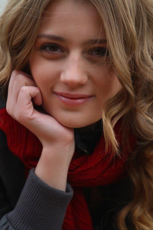 Gizem Karaca Kimdir Kac Yasinda Vikipedi Boyu Kilosu E Sorgu Guzellik Yarismasi Guzel Kadinlar Aktrisler