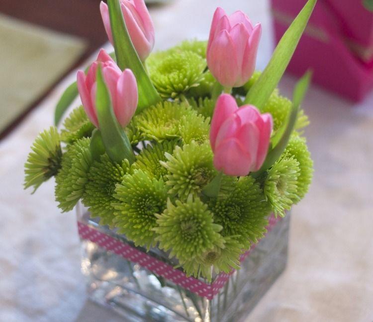 Fruhlingsdeko Mit Tulpen Gestecke Selber Arrangieren Tulpen Mehrjahrige Blumen Und Rosa Tulpen