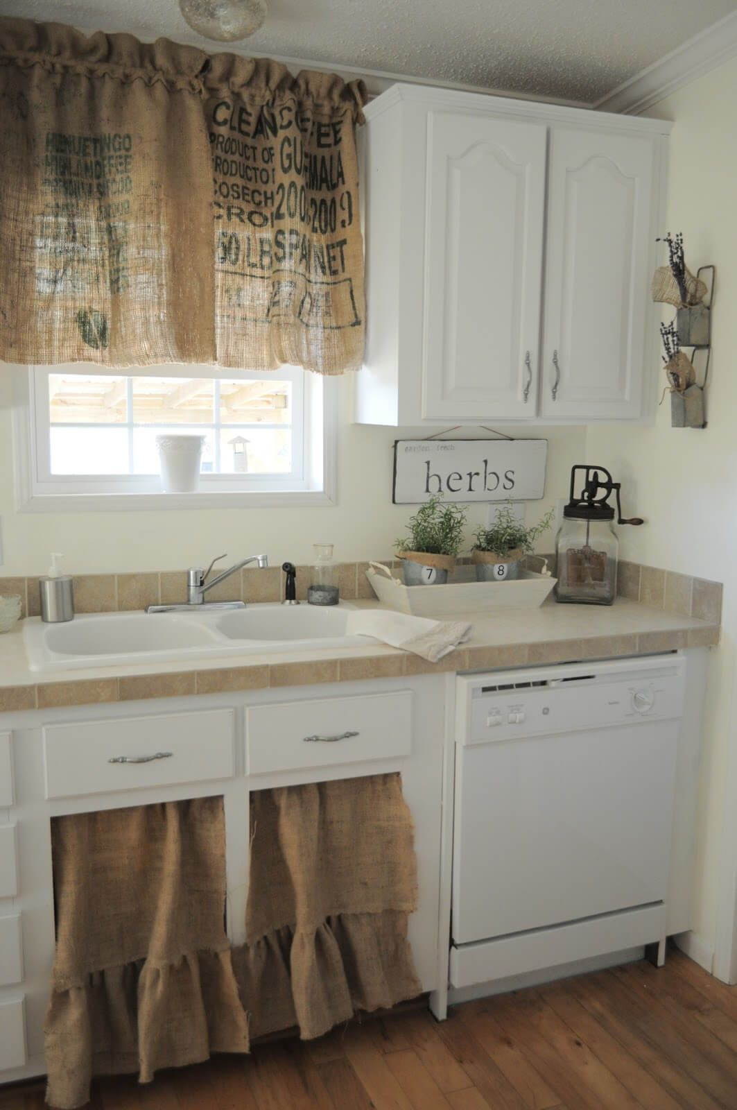 24 Unique Kitchen Cabinet Curtain Ideas For An Adorable Home Decor Style Kuchenschrank Kuche Dekoration Wand