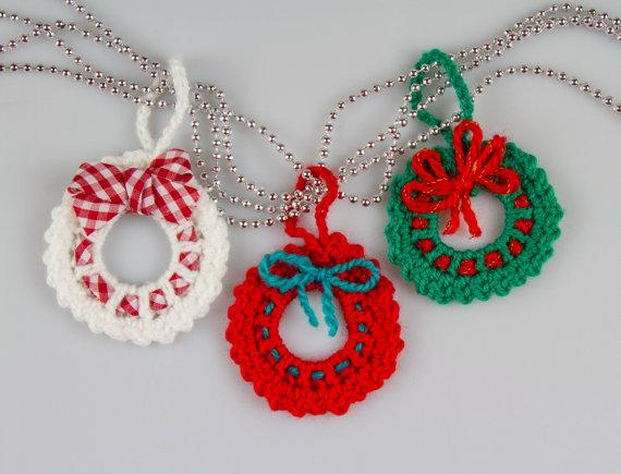Photo of Christmas Crochet Wreath Crochet Pattern Crochet Wreath Brooch Christmas Decorations Christmas Ornaments Mini Wreath Ornament PDF, P016