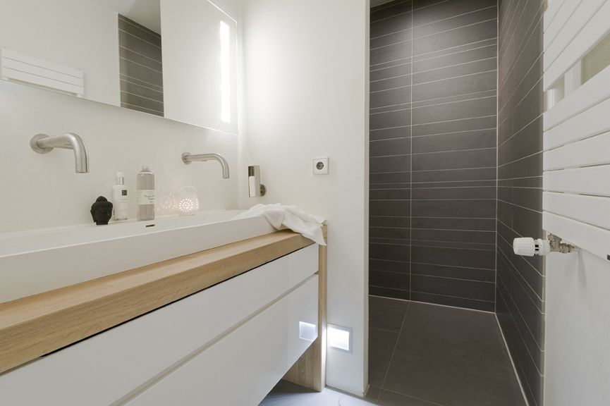 Lange smalle wastafel bath room