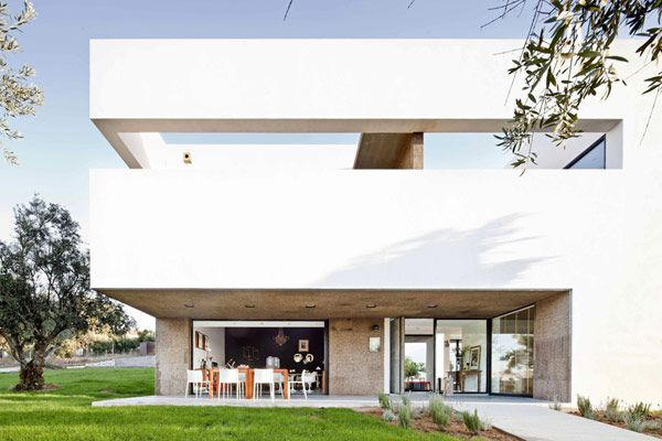 A Touch Of Modernity In An Otherwise Unspoiled Historic Area Villa Extramuros Architecture Architecture Design Modern Villa Design
