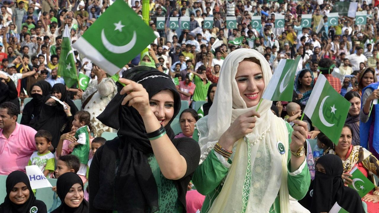All Pakistanies Celebrates Independence Day With Me Sari Info Celebrities Independence Day
