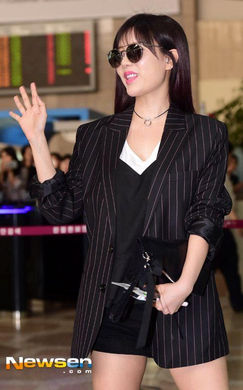 티아라 큐리 '섹시한 손인사'