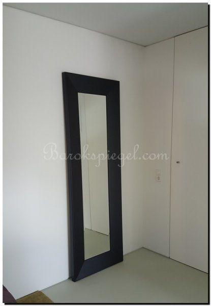 Strakke zwarte moderne spiegel met een brede lijst van 17 for Zwarte spiegel