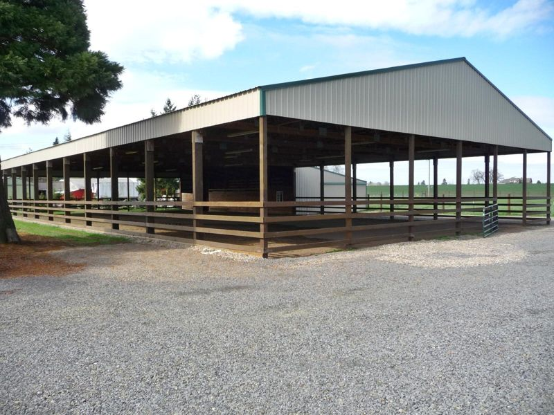Horse property with covered arena in Oregon