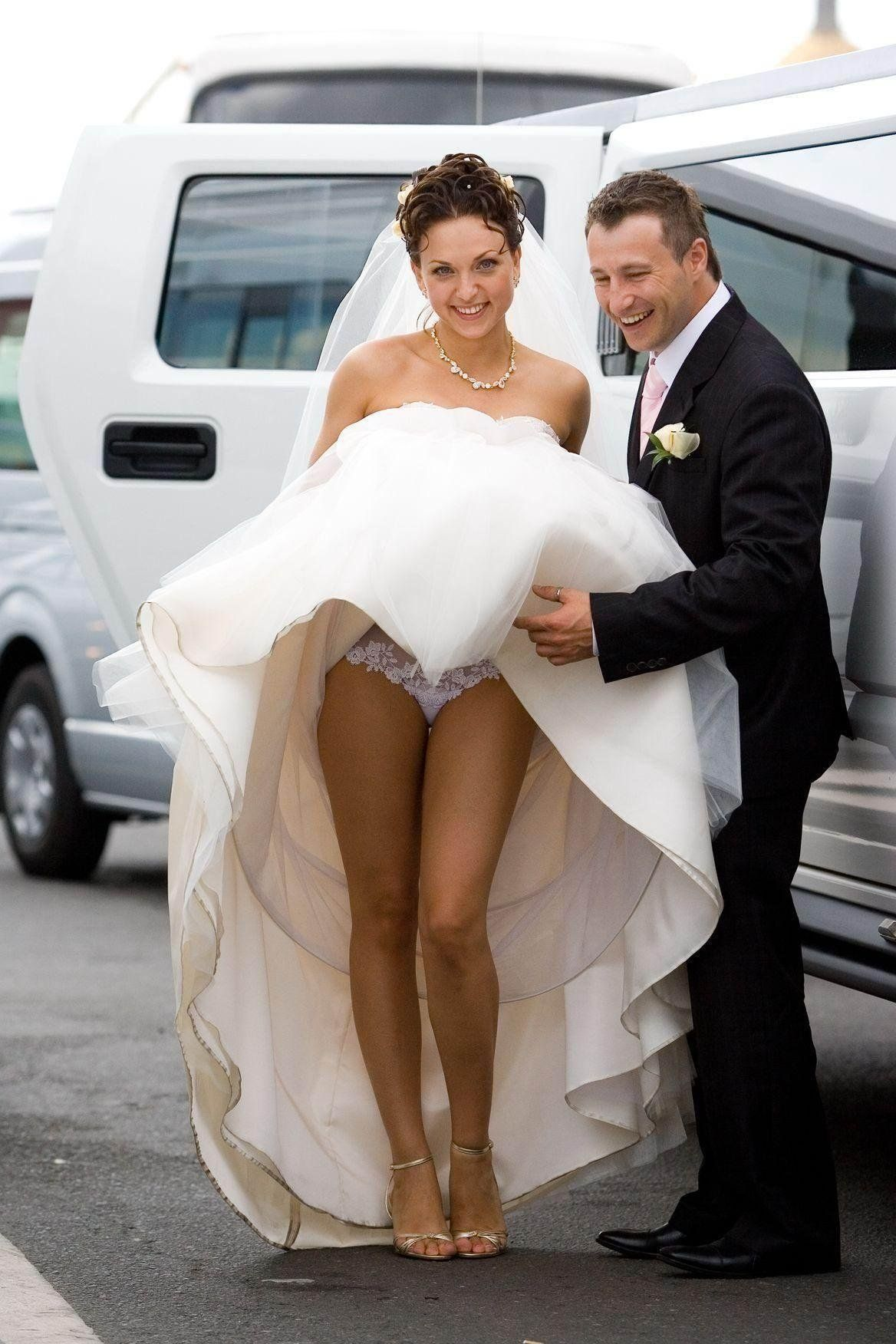 что там под платьем крайней